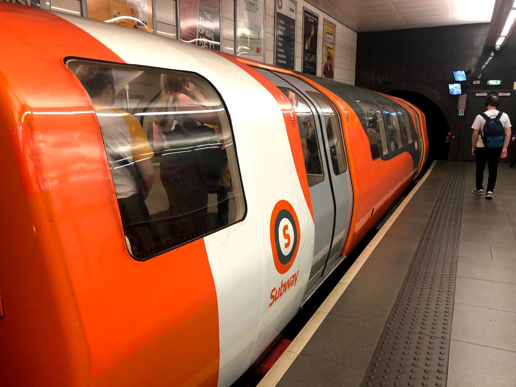 поезд метро Глазго