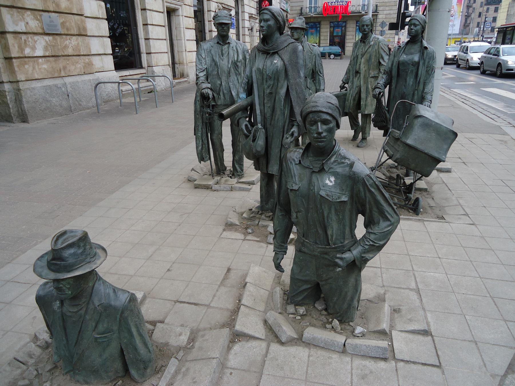 Памятник анонимному прохожему (Pomnik Anonimowego Przechodnia)